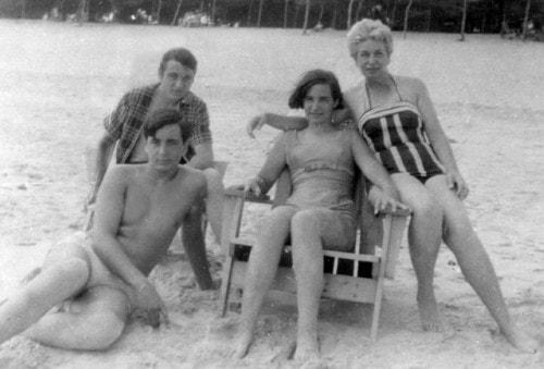 Bella con sus hijos en Santa María del Mar